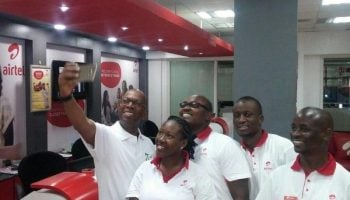 Photos : Bob Collymore Visits Airtel Kenya And Proceeds To Takes Selfies With It's Staff.